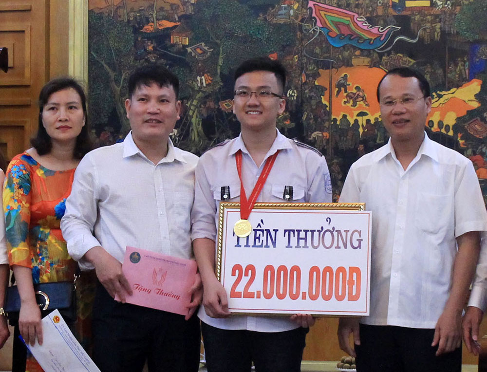 Trinh Duy Hieu, gold medal, Asian Physics Olympiad, 11th grader, Bac Giang High School, Gifted Students, unscheduled reward, excellent result, education quality, higher achievements, Vietnamese team