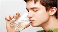 Uống nước sau khi thức dậy có nhiều lợi ích
