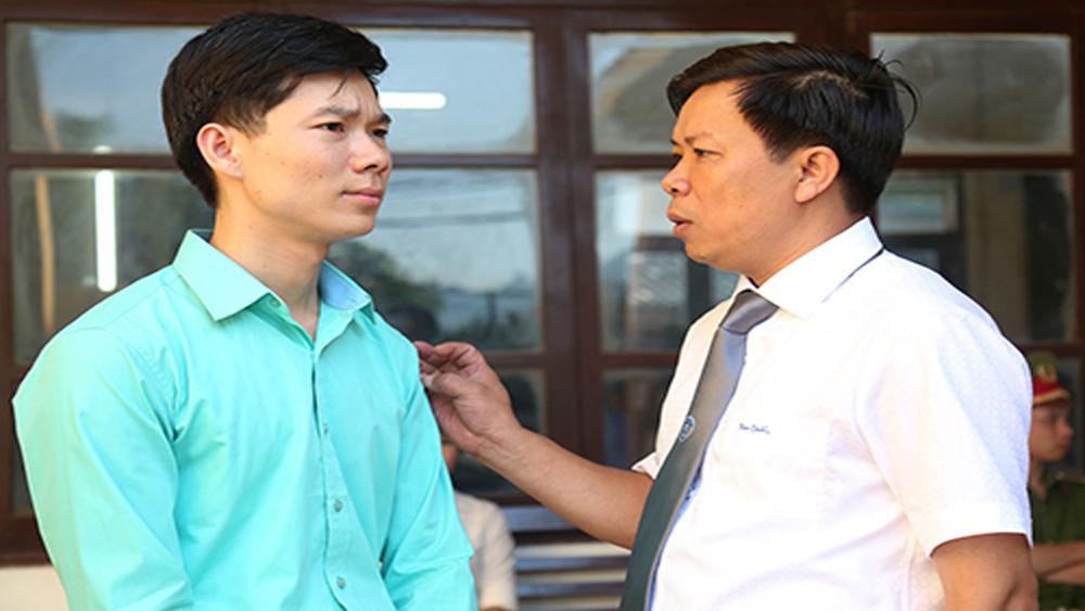 Bác sĩ Hoàng Công Lương hai lần xin giữ quyền im lặng tại toà