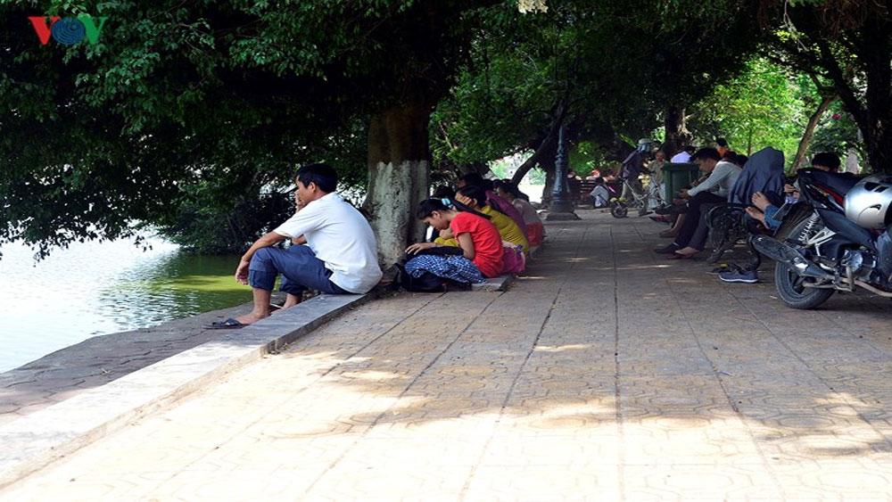 """Muôn vẻ, """"trốn nóng"""", người dân Hà Nội, những ngày nắng gắt"""