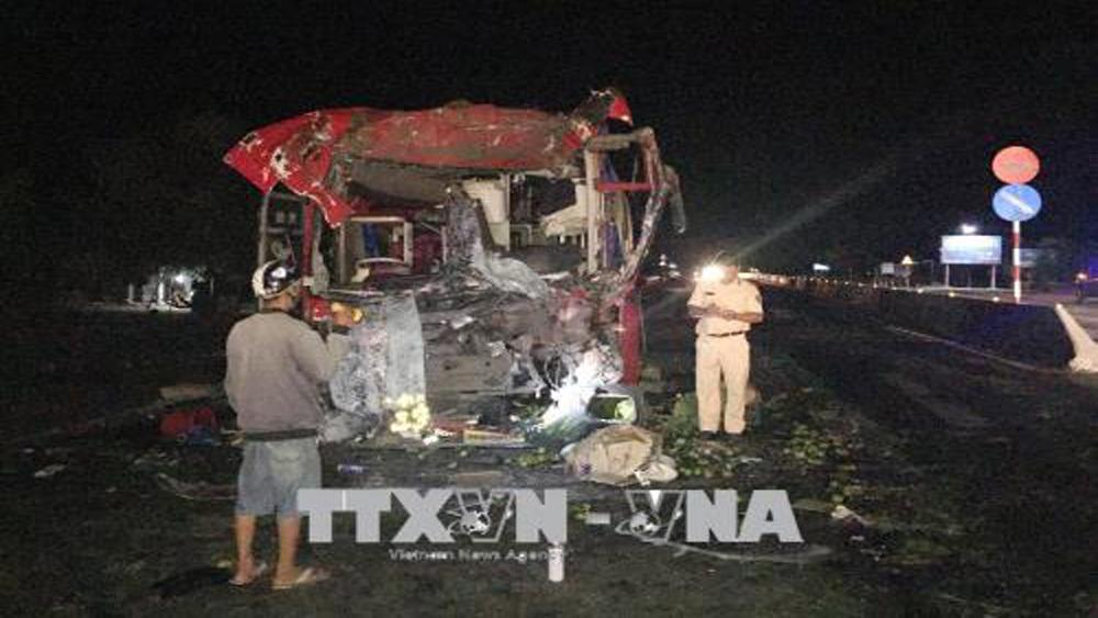 Tai nạn giao thông nghiêm trọng trên quốc lộ 1A làm 12 người trọng thương