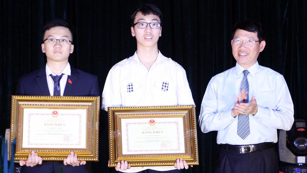 Bắc Giang: Tuyên dương 236 học sinh giỏi, giáo viên có thành tích xuất sắc