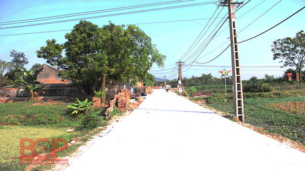 All communes in Viet Yen recognized new rural title