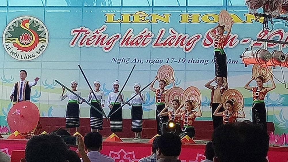 Khai mạc Liên hoan tiếng hát Làng Sen năm 2018