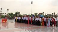 Đoàn đại biểu điển hình tiên tiến tỉnh Bắc Giang báo công dâng Bác
