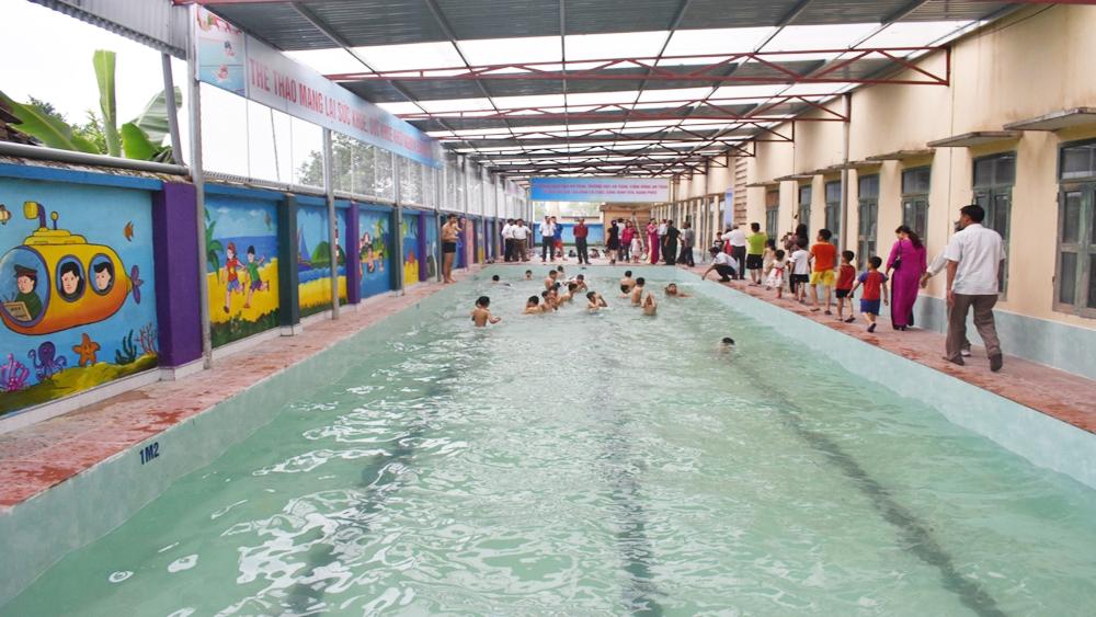 Trường Tiểu học Việt Lập đưa vào sử dụng bể bơi