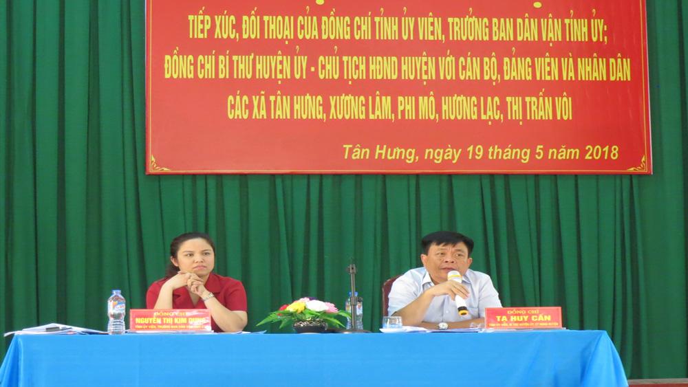 Lãnh đạo Ban Dân vận Tỉnh ủy, Huyện ủy Lạng Giang giải đáp nhiều kiến nghị của cán bộ, nhân dân