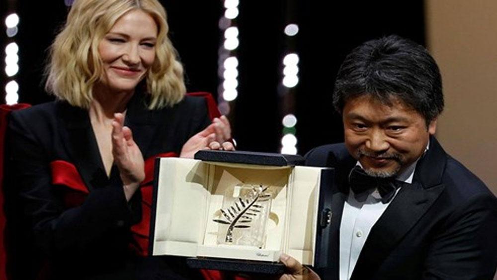 Phim về góc khuất trong xã hội Nhật Bản đạt giải Cành cọ vàng Cannes