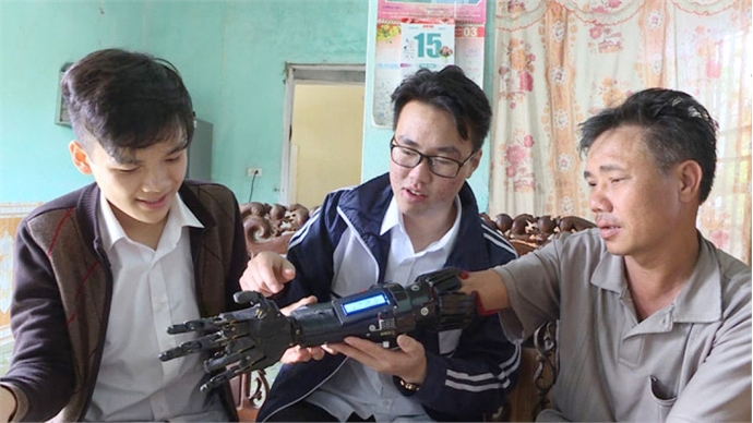 Mind-controlled robot arm for disabled invented by two junior students