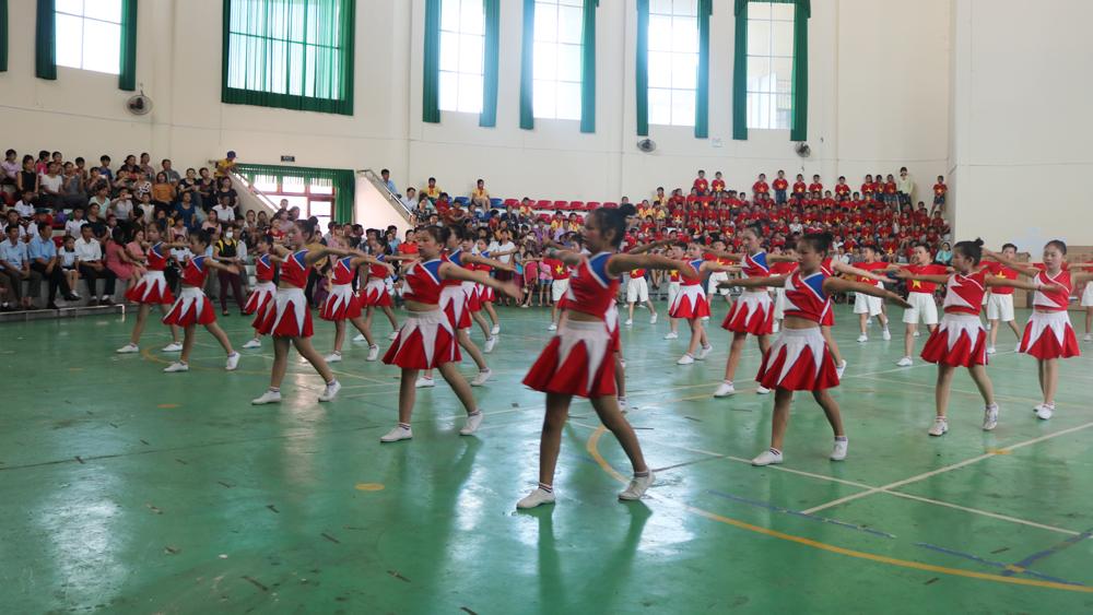Hội thi đồng diễn Thể dục buổi sáng, giữa giờ và võ cổ truyền khối học sinh tiểu học