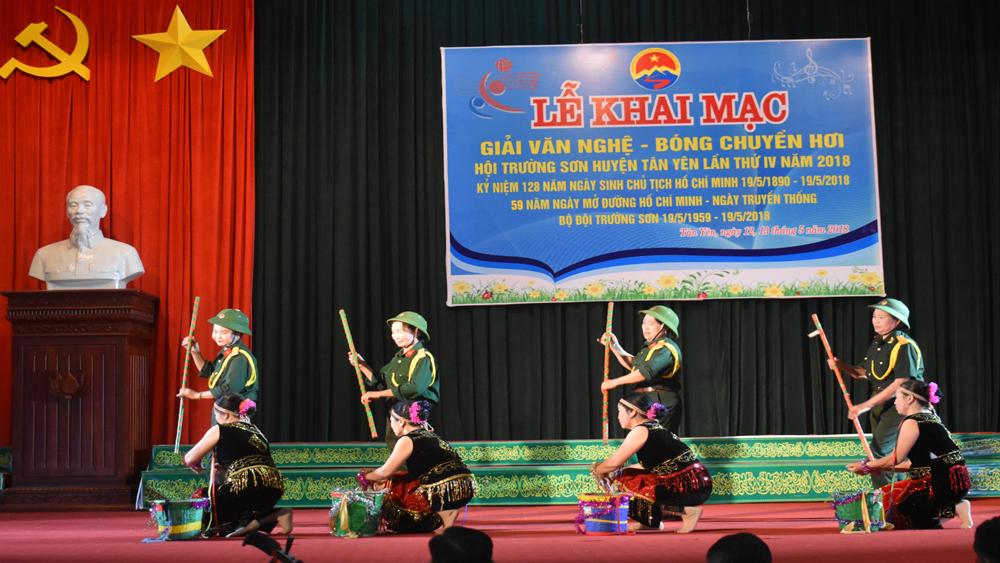 Tổ chức chương trình văn nghệ nhân Ngày truyền thống Bộ đội Trường Sơn