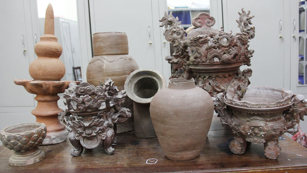 Unique ceramic collection in Tho Ha ancient village