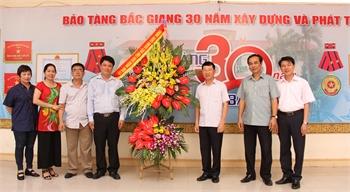 Phó Chủ tịch UBND tỉnh Lê Ánh Dương chúc mừng Bảo tàng tỉnh nhân dịp kỷ niệm 30 năm thành lập (1988-2018)