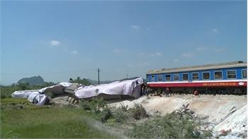 Khởi tố hai nhân viên gác chắn vụ tai nạn lật tàu hỏa