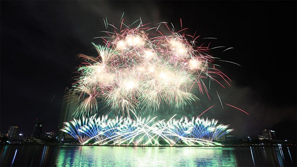 Mãn nhãn, màn tranh tài đỉnh cao, 2 đội Pháp-Mỹ, Lễ hội pháo hoa quốc tế ở Đà Nẵng