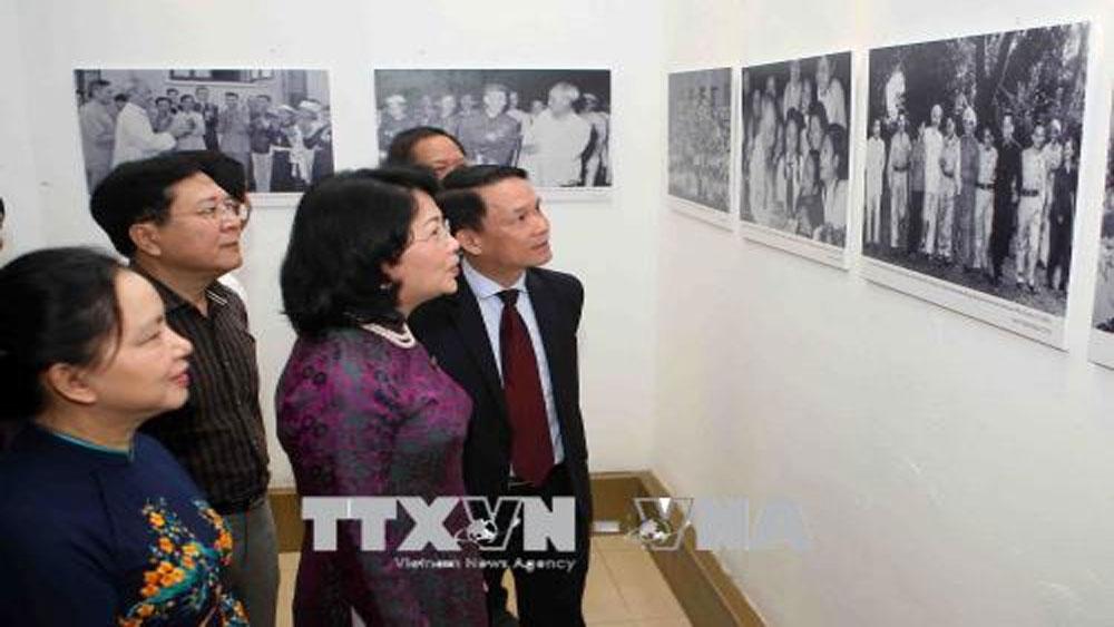 """Khai mạc triển lãm ảnh """"70 năm thi đua yêu nước"""""""