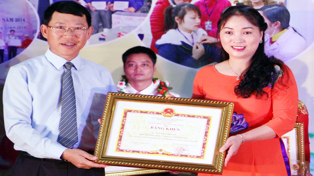 Bac Giang honours outstanding workers