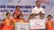 Phó Chủ tịch Thường trực HĐND tỉnh Bùi Văn Hạnh tặng quà các cháu Trường Mầm non xã Tân Tiến