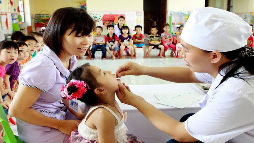 Hôm nay (1-6), toàn dân đưa trẻ đi uống Vitamin A miễn phí