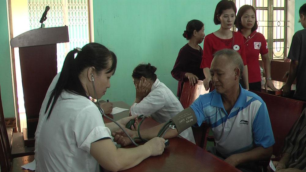 Khám bệnh miễn phí cho hơn 300 đối tượng chính sách, người nghèo