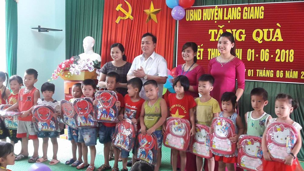 Hơn 150 triệu đồng tặng quà trẻ em nhân ngày 1-6