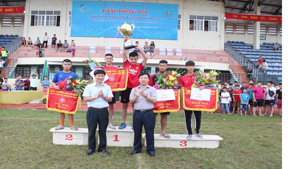 Đội Đồng Sơn giành cúp vô địch Giải bóng đá thiếu niên TP Bắc Giang 2018