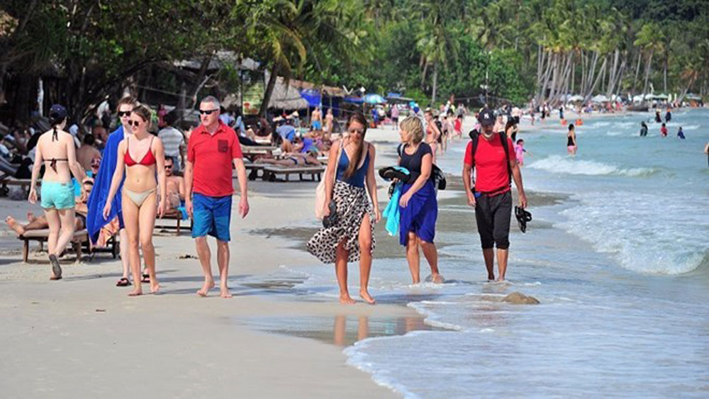 Beach tours, this summer, travel firms, Ho Chi Minh City, wide range, outbound and domestic tours, new destinations, attractive promotions, summer holiday, stunning beaches