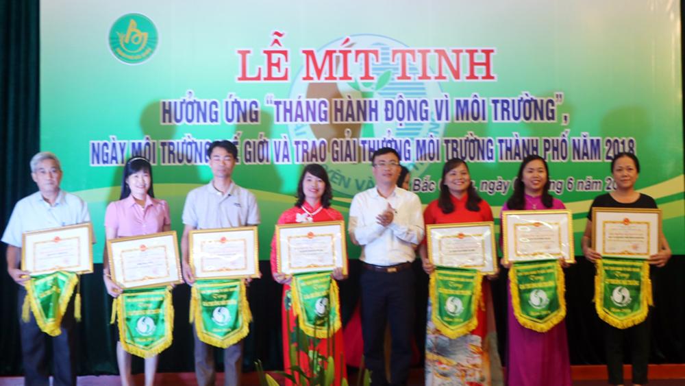 Khen thưởng 10 tập thể, cá nhân có thành tích trong bảo vệ môi trường