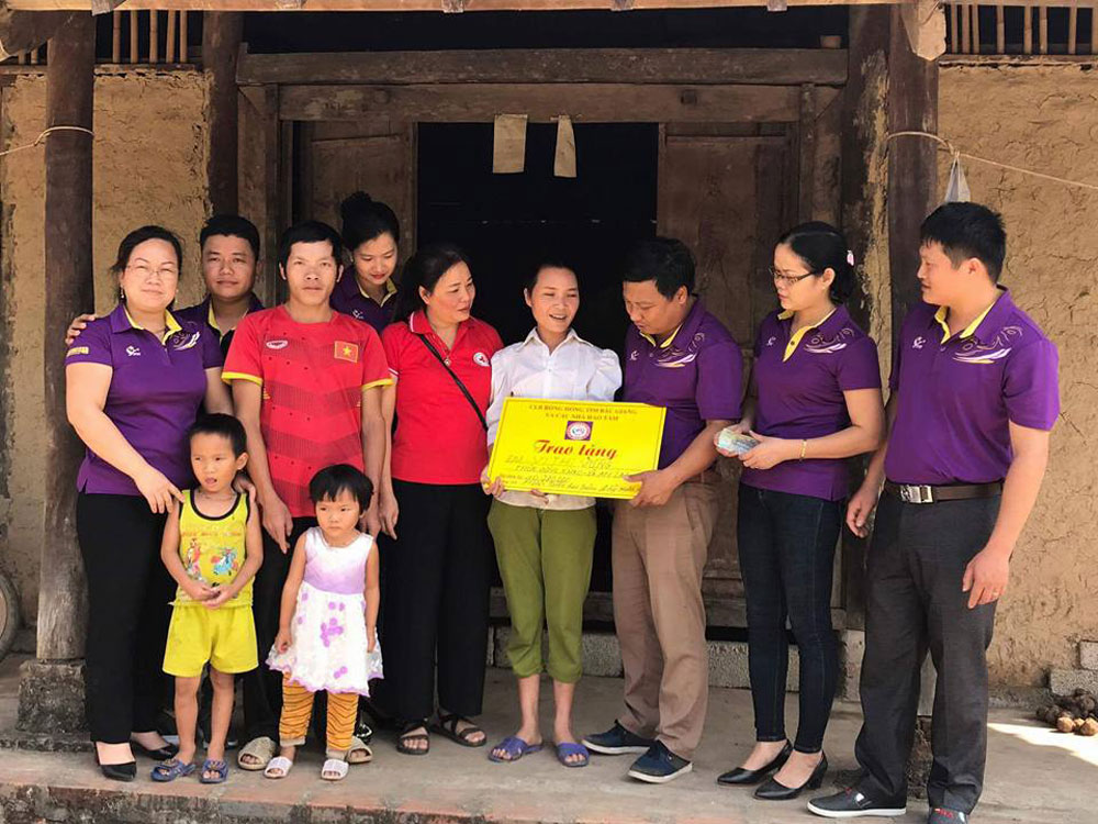 Bac Giang province, community love, Violet Rose Club, Red Cross Society, numerous children, charity work, difficult conditions, living expenses, medical costs