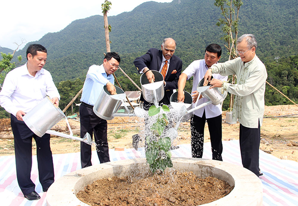 Provincial leader, Indian Ambassador, Parvathaneni Harish, Bac Giang province, Tay Yen Tu, spiritual – ecological tourism complex, local potentials, development orientation, agricultural production, hi-tech farming sector