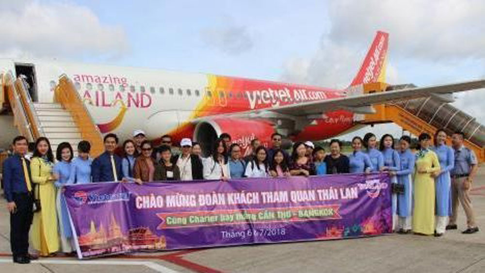 First flight on Can Tho – Bangkok direct air route takes off