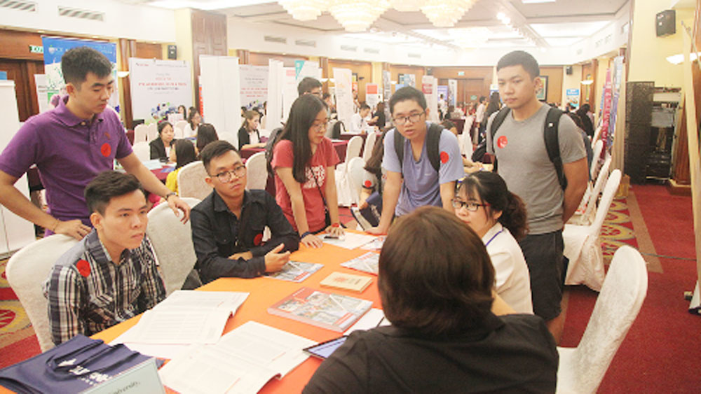 Vietnamese families, education abroad, top destinations, Vietnamese families, international education, state budget, considerable contributions, emerging economy