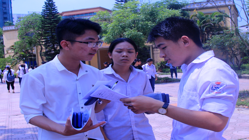 Gần 1,1  nghìn thí sinh thi vào lớp 10 Trường THPT Chuyên Bắc Giang
