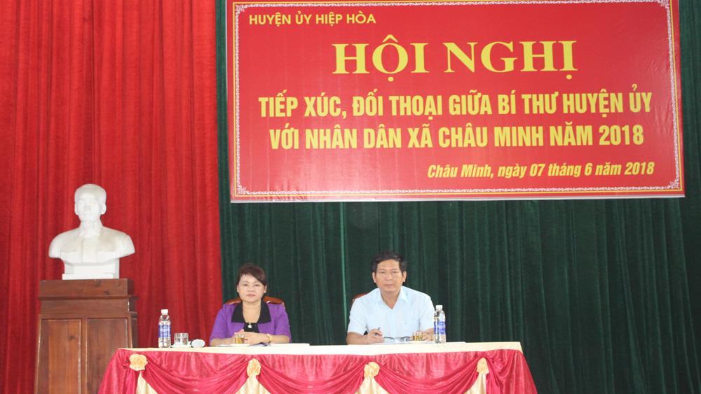 Bí thư Huyện ủy Hiệp Hòa tiếp xúc, đối thoại với nhân dân xã Châu Minh