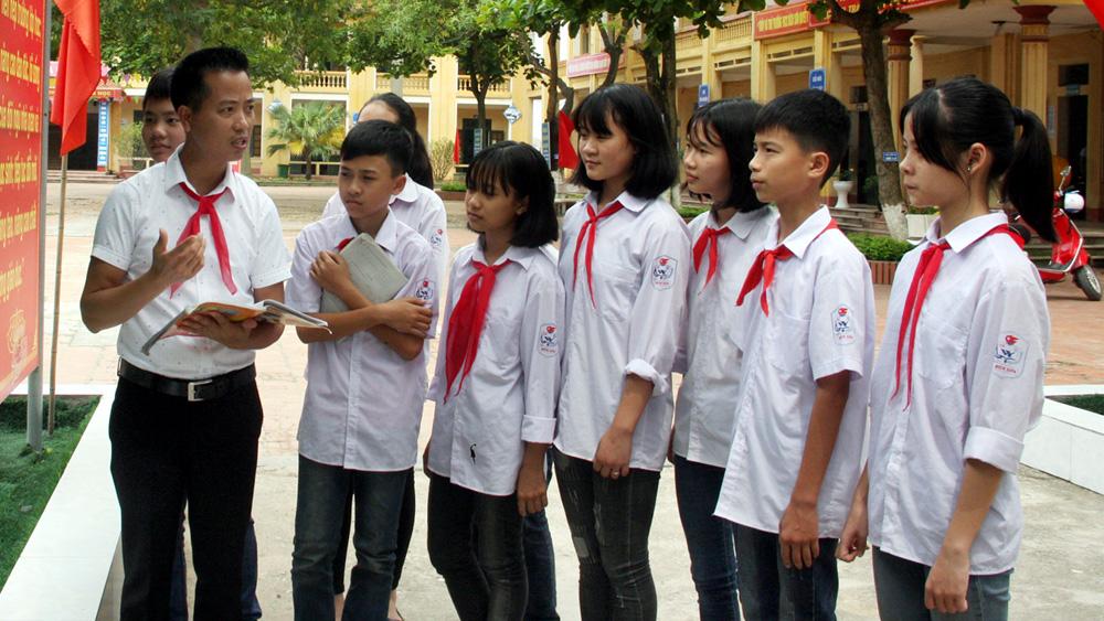 Thầy giáo Vũ Văn Thái, công tác Đội, Trường THCS Bích Sơn