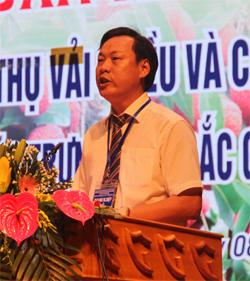 Ông Thang Thành Vỹ, Chủ tịch Hiệp hội Trái cây quốc tế Bằng Tường (Trung Quốc)  tham luận tại hội nghị.