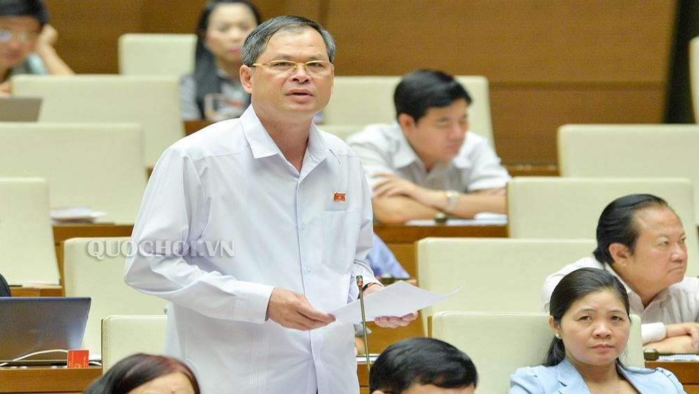 Các đại biểu Quốc hội thảo luận dự án Luật Cảnh sát biển Việt Nam