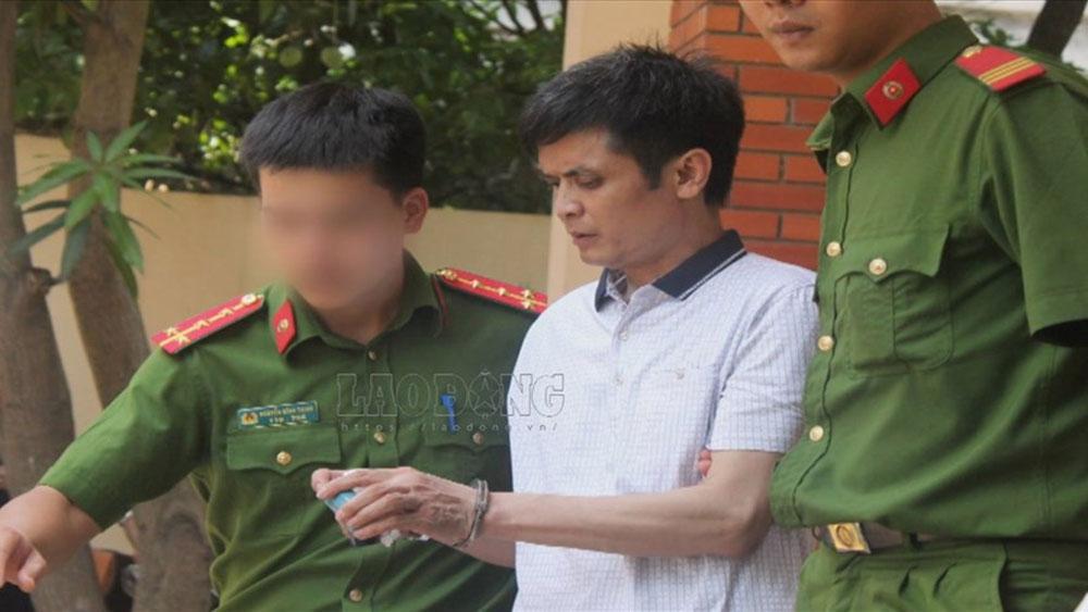 Thầy giáo dâm ô hàng loạt học sinh bị tuyên án 6 năm tù, cấm dạy học trong 5 năm