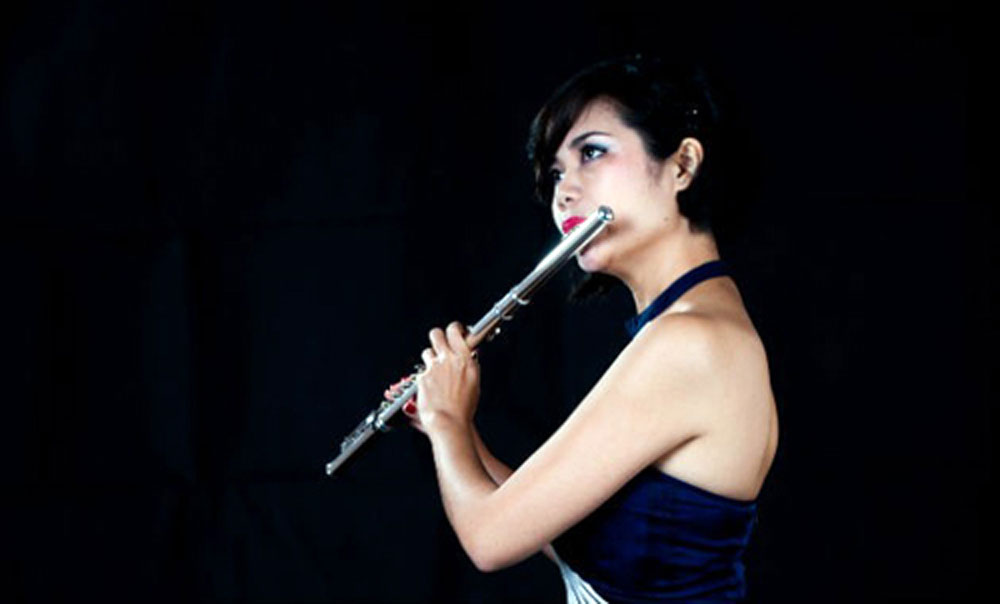 Flutist Thu Huong, Hanoi audience, Talented flutist, Le Thu Huong, music lovers, Parfums de Paris, concert promises, contemporary pieces