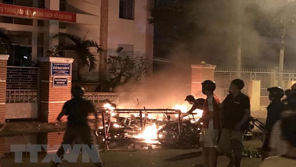 Giải tán các đối tượng quá khích tụ tập gây rối tại Bình Thuận