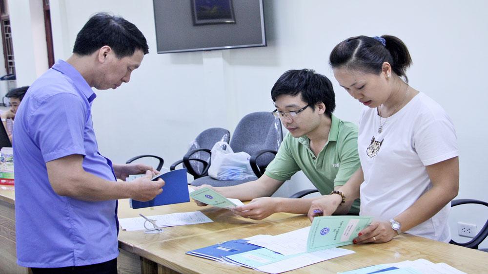 Bàn giao sổ BHXH cho người lao động: Giải quyết tồn đọng,  thực hiện đúng tiến độ