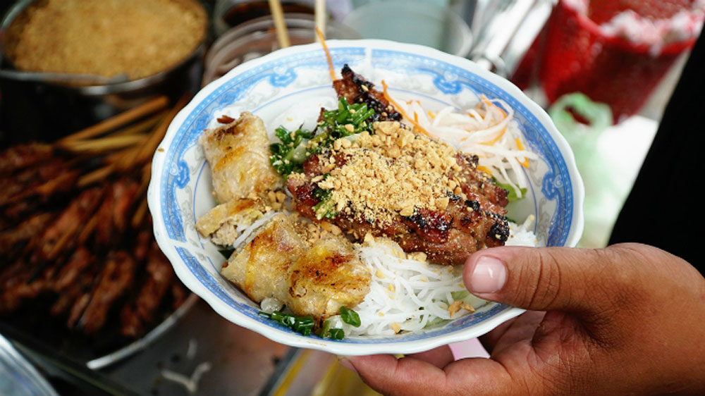 Saigon, grilled pork perfection, four decades, family-owned restaurant, most delicious dish, grilled pork noodle, bun thit nuong, family recipe