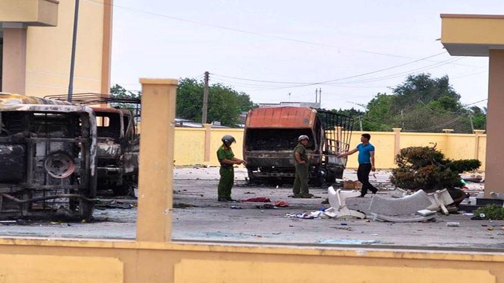 Công an khám nghiệm hiện trường vụ gây rối ở Bình Thuận