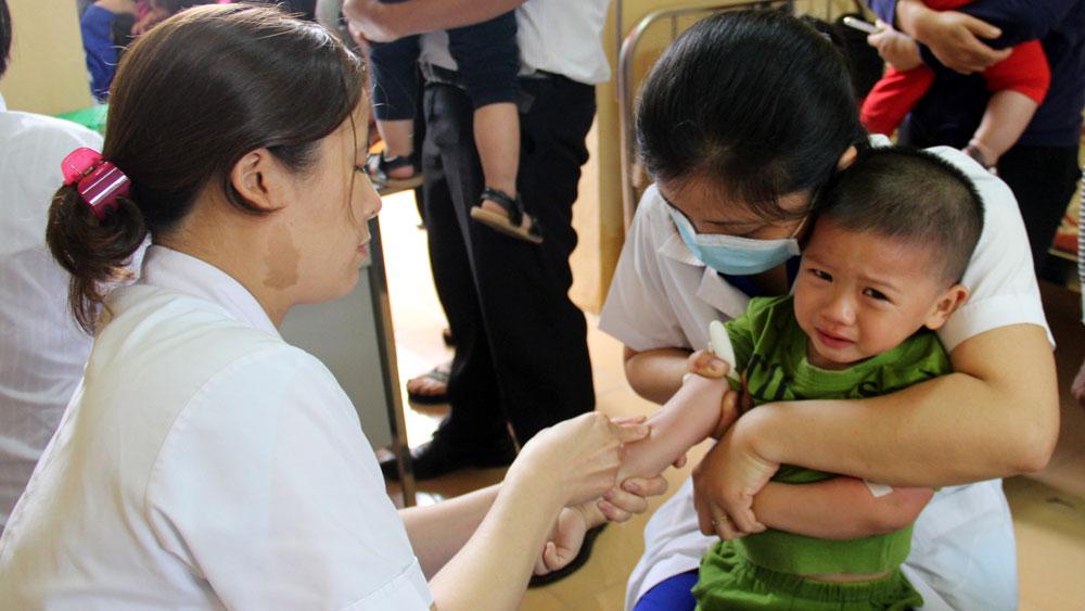 Bắc Giang sử dụng vắc-xin ComBe Five thay thế Quinvaxem từ tháng 7-2018