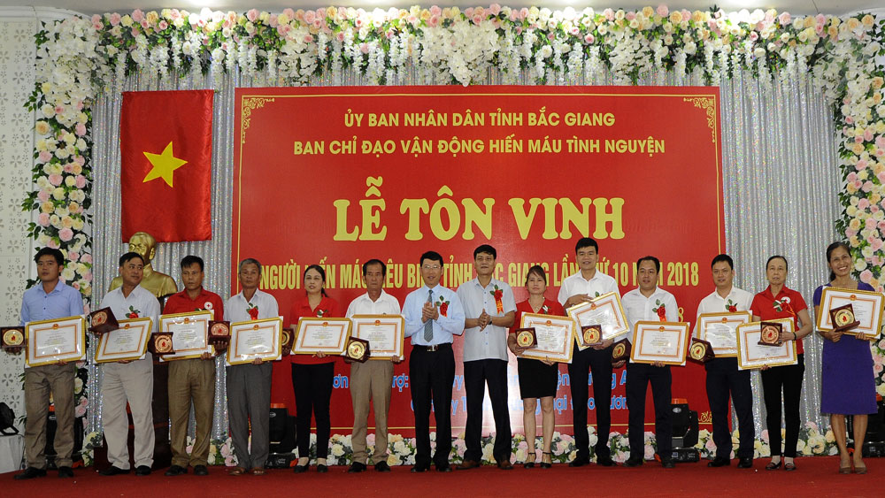 Bac Giang province,organizations and individuals, outstanding blood donors, World Blood Donation Day, life-saving, meaningful programmes,  Red Spring Festival, local authorities