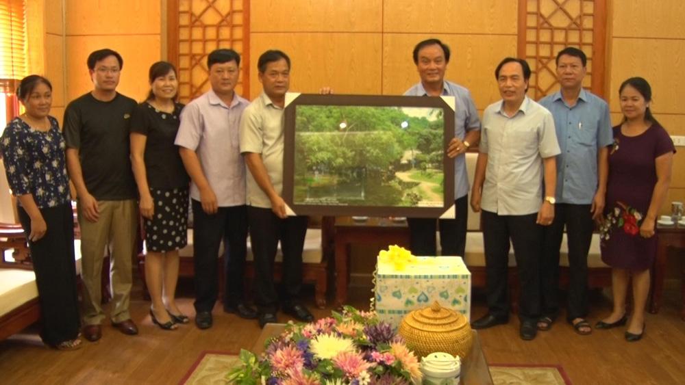 Đoàn công tác huyện Cẩm Thủy (Thanh Hóa) trao đổi kinh nghiệm phát triển KT-XH tại Yên Thế