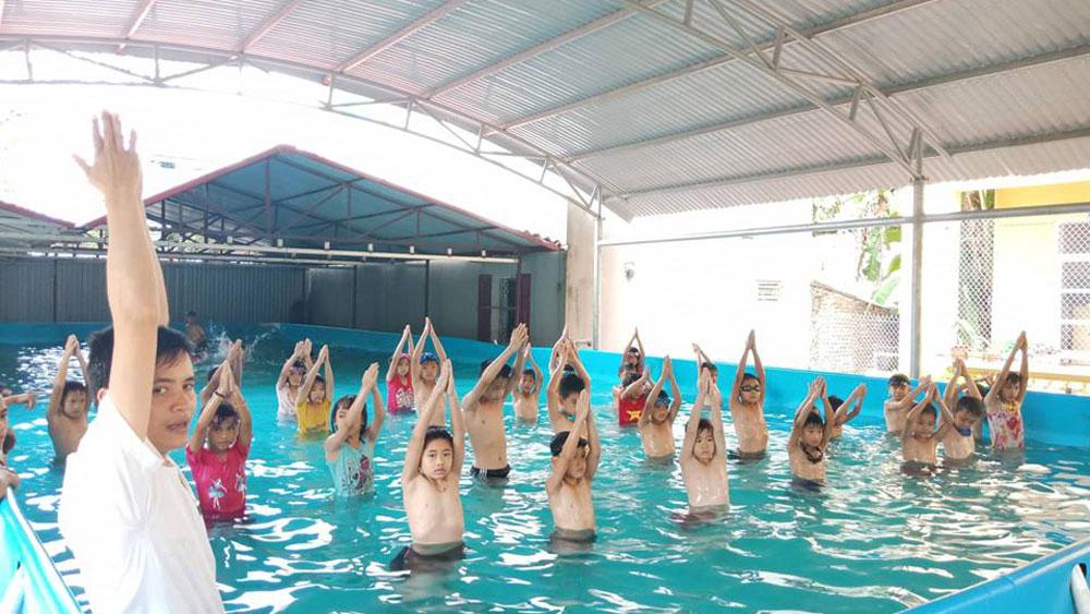 Tổ chức 17 lớp dạy bơi cho thiếu nhi