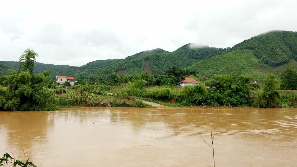 Mưa lớn, nhiều thôn ở Sơn Động bị chia cắt