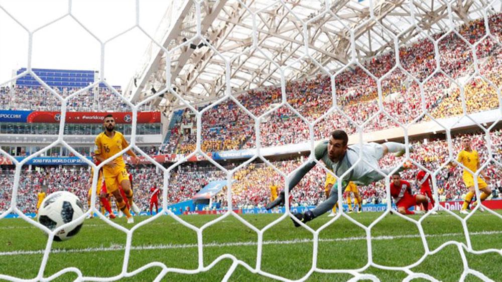 Úc mất vé vào vòng 2 sau khi để thua Peru