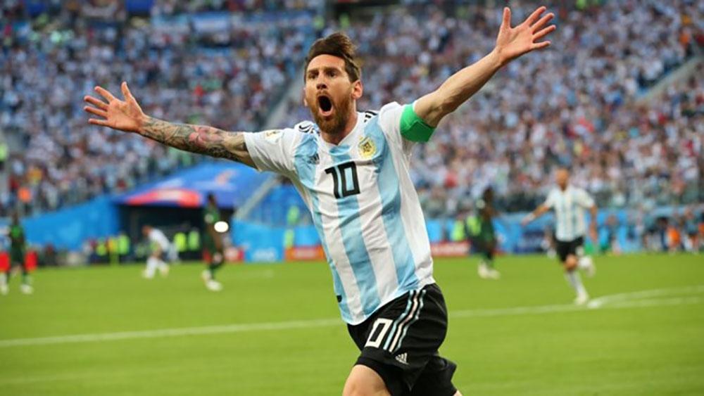 Messi lập công, Argentina qua vòng bảng